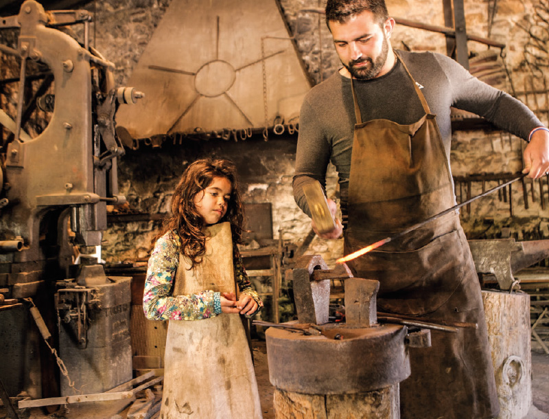 Village des métiers d'antan : le forgeron