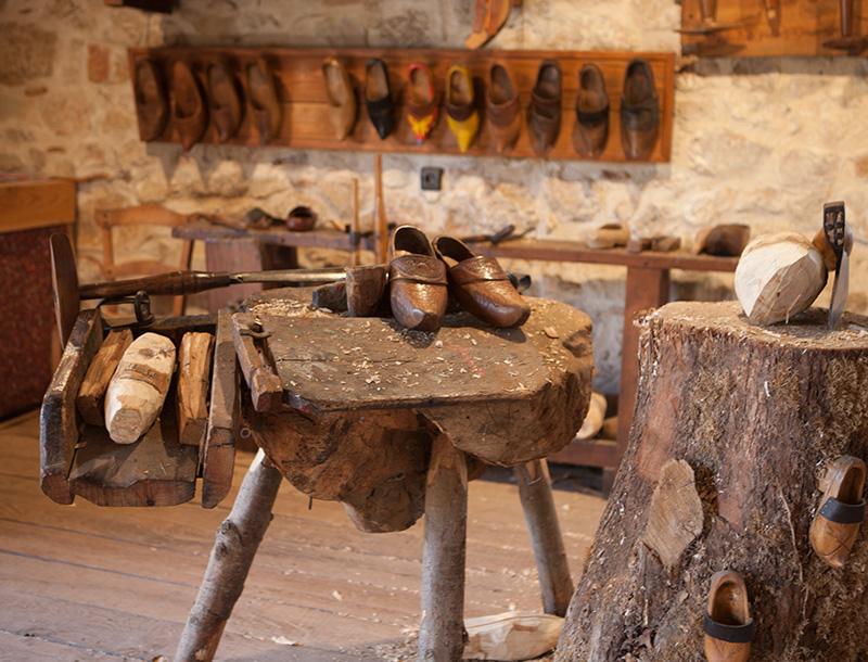 Village des métiers d'autrefois : le sabotier