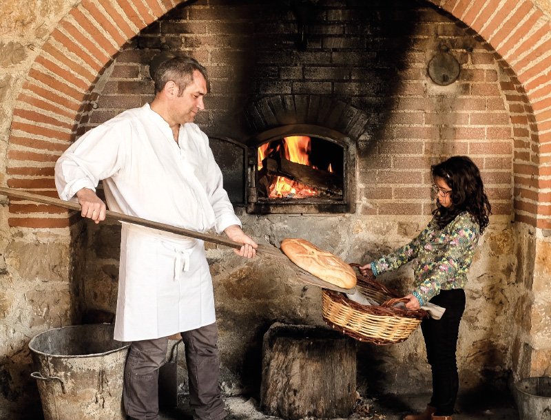 Village des métiers d'antan : le boulanger
